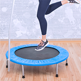 dziewczyna na trampolinie
